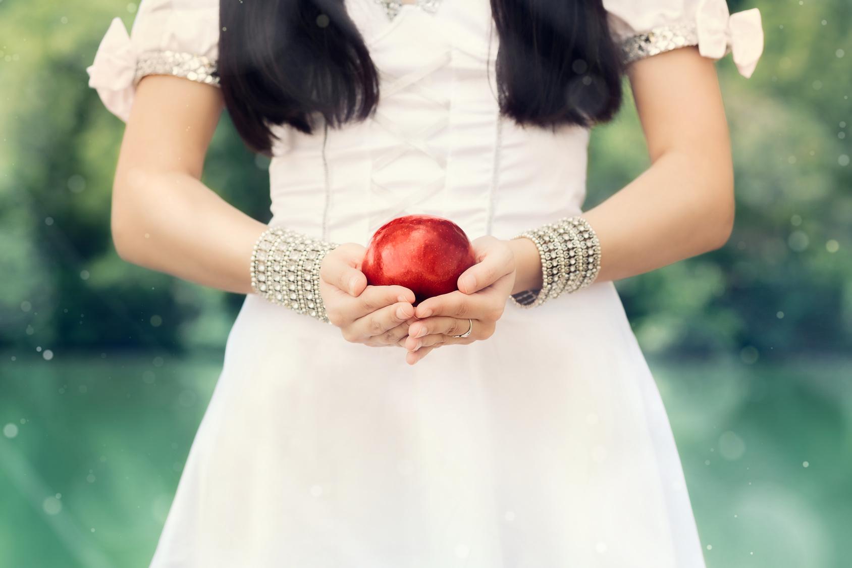 Schneewittchen Mit Dem Roten Apfel